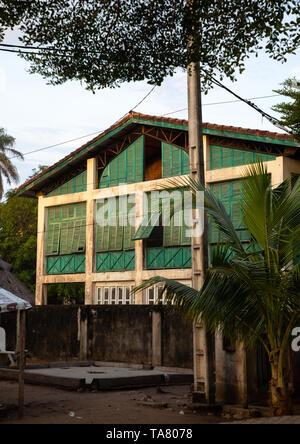 Alte französische koloniale Gebäude, das früher das Zollamt in der UNESCO World Heritage Area, Sud-Comoé, Grand-Bassam, Elfenbeinküste Stockbild