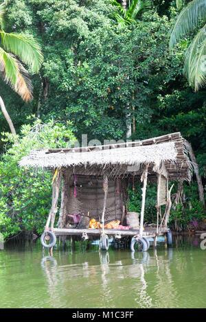 Madu Ganga, Balapitiya, Sri Lanka - In einer Pause an einem traditionellen River shop während einer Safari Stockbild