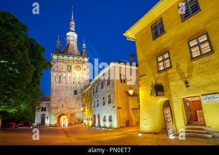 Clock Tower, alte Stadt Sighisoara am Abend, Siebenbürgen, Rumänien Stockbild