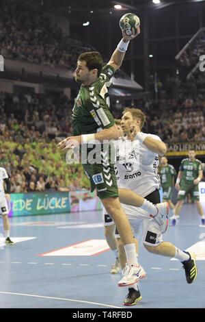 Berlin, Deutschland. 18 Apr, 2019. Handball: Bundesliga, Füchse Berlin - THW Kiel, den 27. Spieltag. Fox player Jakov Gojun. Quelle: Jörg Carstensen/dpa/Alamy leben Nachrichten Stockbild