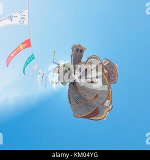 Wenn Sie sich nach Sonnenschein an der Kirche von Sisi aus einem winzigen Perspektive Stockbild