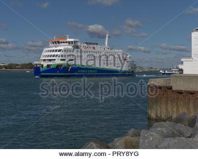 Neue Hybride Wightlink Portsmouth Fähre zur Isle of Wight Stockbild