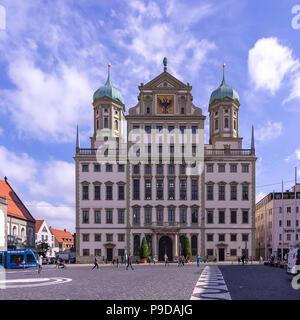 Augsburg, Bayern, Deutschland - Das historische Rathaus auf dem Marktplatz. Stockbild