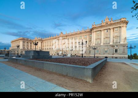 Royal Palace in Madrid (Palacio Real de Madrid) vom Plaza de Oriente, Madrid, Spanien, Europa Stockbild