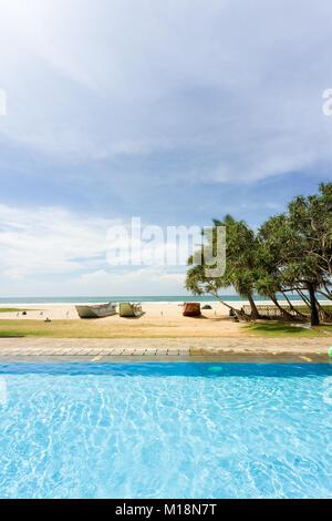 Ahungalla, Sri Lanka - eine perfekte Umgebung für einen entspannten Tag am Pool Stockbild