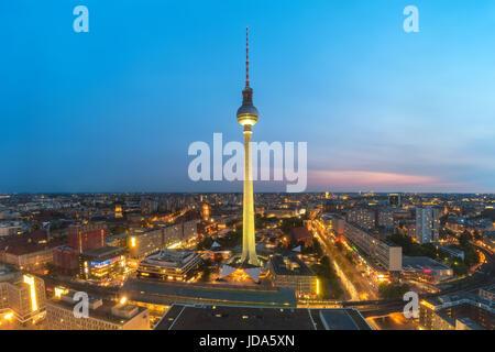 Berlin Skyline der Stadt, beim Sonnenuntergang, Berlin, Deutschland Stockbild