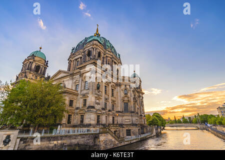 Berlin Sunset City Skyline am Berliner Dom (Berliner Dom), Berlin, Deutschland Stockbild