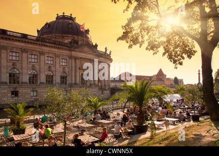 Berlin, Cafe in Flussufer Stockbild