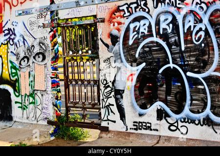 Berliner Mauer Berlin Deutschland bunt dekoriert Berliner Mauer entlang der Spree River Westseite der Mauer Stockbild