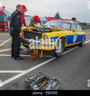 Jaguar XJ 6 4.2 Der Morrant und Lewis in der Koppel, bevor das TOYO-Tires Jaguar Limousine&GT Rennen in Snetterton, Norfolk, Großbritannien vorbereitet ist. Stockbild