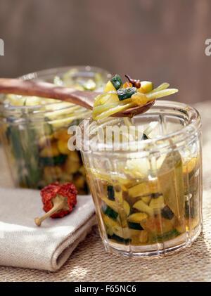 Zucchini-chutney Stockbild