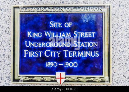 England, London, London, blaue Plakette auf der Website der ersten U-Bahnhof erste Stadt Terminus Stockbild