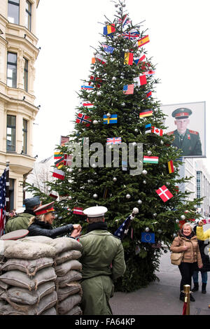 Checkpoint Charlie an Weihnachten Berlin Deutschland Stockbild