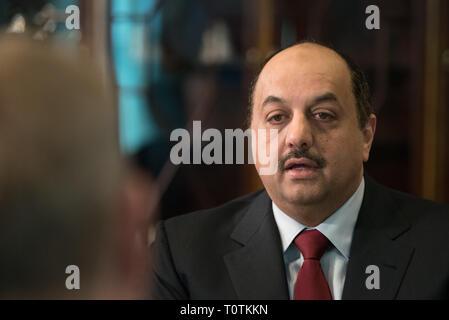 Katar Minister für Verteidigung Angelegenheiten Khalid Bin Mohammad Al Attiyah während eines bilateralen Treffens mit dem amtierenden US-Verteidigungsminister Patrick Shanahan im Pentagon März 12, 2019 in Washington, D.C. Stockbild