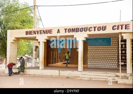 Wandbild auf Wand am Eingang zum alten Timbuktu, Mali Stockbild