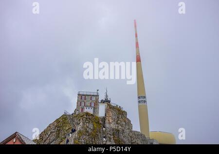 Auf dem Gipfel des Säntis, Appenzell Alpen, Schweiz - Nebengebäude und Sender. Stockbild