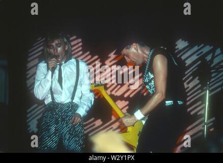 CHEAP TRICK UNS rock Gruppe mit Robin Zander am linken und Rick Nielsen über 1982 im Hollywood Palladium in Los Angeles, Kalifornien. Foto: Jeffrey Mayere Stockbild