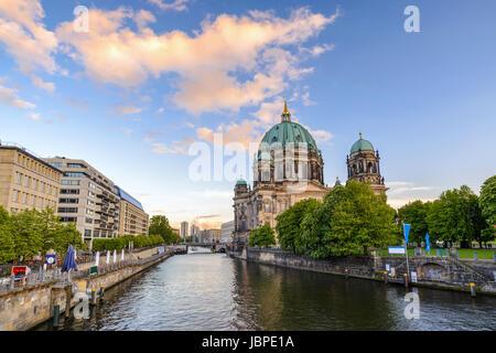 Berliner Dom oder Berliner Dom bei Sonnenuntergang, Berlin, Deutschland Stockbild