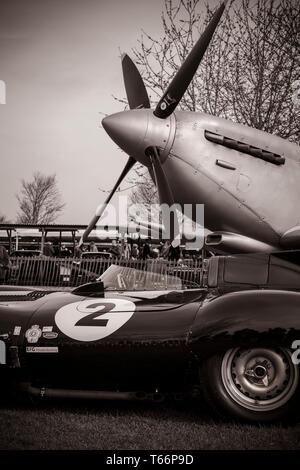 """1943 Silber Spitfire Mk.IX, CBAF IX 970, Förderung von """"Best of British"""" rund um die Welt. 77 Goodwood GRRC Mitgliederversammlung, Sussex, UK Stockbild"""