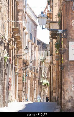 Taranto, Apulien, Italien - schöne Architektur im mittleren Alter von Taranto Stockbild