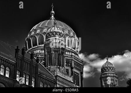 Deutschland, Berlin: Goldene Kuppel der neuen Synagoge Stockbild
