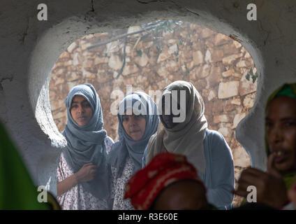 Harari Frauen während einer moslemischen Zeremonie chanten, Harari Region, Harar, Äthiopien Stockbild