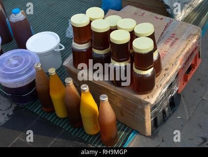 Honig zum Verkauf auf einen Markt, Asir Provinz, Muhayil, Saudi-Arabien Stockbild