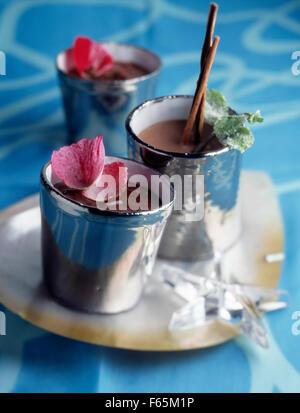ausgefallene Töpfe mit Schokoladencreme Stockbild