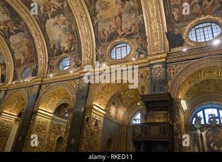 St John's Co-Cathedral in Valetta, Malta, aus 1577 ein gutes Beispiel für die hohe barocke Architektur, Innenansicht, die bis an die Decke vault suchen Stockbild