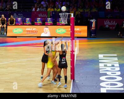 Maria Folau von Neuseeland Netze die Kugel während der abschließenden zwischen Australien und Neuseeland, am Tag 10 der Vitalität Netball Wm 2019, bei der die M&S-Bank Arena, Liverpool, England. Neuseeland Schlag Australien: 52-51 Stockbild