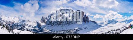 Verschneite Dolomiten, Wolkenstein, Trentino-Alto Adige (Südtirol), Italien Stockbild