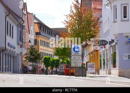 Die historischen Fassaden auf dem Marktplatz in der Altstadt, Günzburg, Schwaben, Bayern, Deutschland, Europa ich Historische Hausfassaden am Marktplatz in der Alts Stockbild