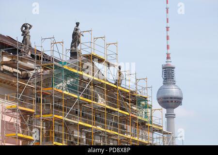 DEU, Deutschland, Berlin: Baustelle Staatsoper Unter den Linden in Berlin-Mitte   DEU, Deutschland, Berlin: Staatsoper Unter den Linden, Bau S Stockbild