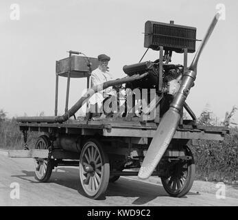 Mann auf radfahrzeug mit montierten Propeller, in Washington, D.C., Nähe, Oktober 11, 1922 (BSLOC_2016_10_132) Stockbild