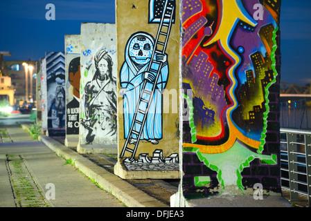 Stücke der Berliner Mauer. Stockbild