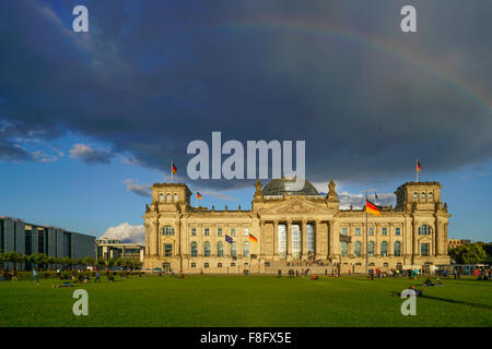 Regenbogen, Wolken, Reichstag, Berlin Stockbild