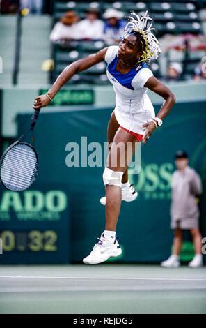 Venus Williams konkurrieren auf dem 1998 Lipton Tennis Meisterschaften Stockbild
