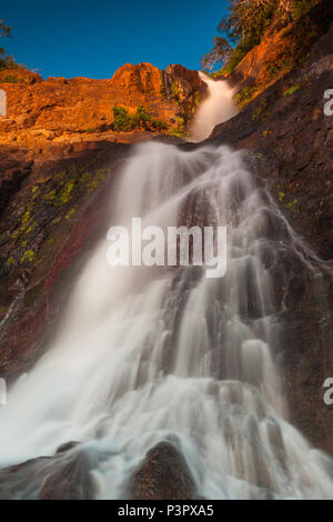Anfang Dezember Morgen Las Cascadas de Ola Wasserfälle, Provinz Cocle, Republik Panama. Stockbild