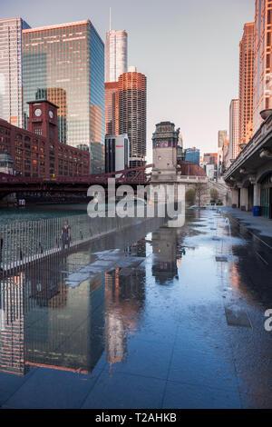 Architektur von Chicago bei Sonnenuntergang. Chicago, Illinois, USA. Stockbild