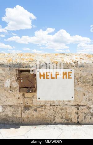 Gallipoli, Apulien, Italien - Scheint wie jeder diesen Schrei nach Hilfe Passwort Stockbild