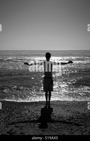 Mann am Strand Stockbild