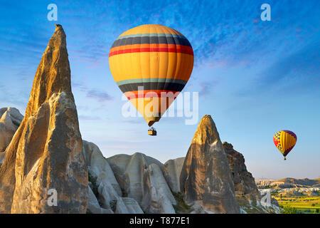Heißluftballons, Göreme, Kappadokien, Türkei Stockbild