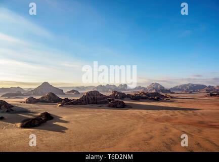 Landschaft von Wadi Rum, Luftaufnahme aus einem Ballon, Aqaba Governorate, Jordanien Stockbild