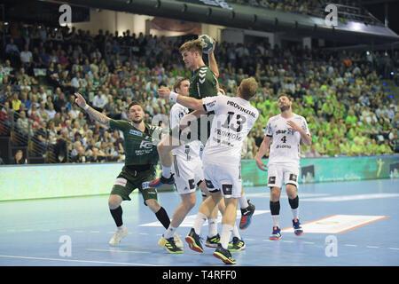 Berlin, Deutschland. 18 Apr, 2019. Handball: Bundesliga, Füchse Berlin - THW Kiel, den 27. Spieltag. Fox Spieler Jakob Tandrup Holm gewinnt. Quelle: Jörg Carstensen/dpa/Alamy leben Nachrichten Stockbild