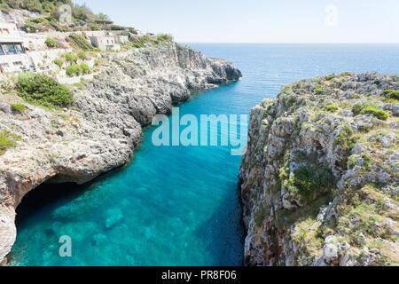 Apulien Leuca, Italien, Grotte von ciolo - eine überwältigende Aussicht auf die berühmte Grotte Stockbild