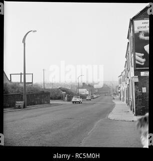 Scotia Straße, Burslem, Stoke-on-Trent, Staffordshire, 1965-1968. Blick nach Norden entlang der Scotia Straße mit dem Eingang zu Wain Straße sichtbar für die extreme Rechte. Stockbild