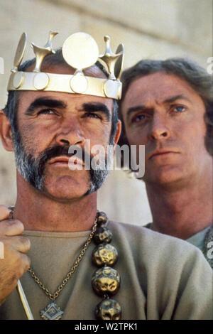 Der Mann, der König sein 1975 Columbia Pictures Film mit Sean Connery und Michael Caine links Stockbild