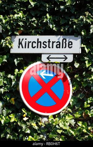 Schild und street sign, Leer, Ostfriesland, Niedersachsen, Deutschland, Europa ich Verkehrsschild und Straßenschild, Leer, Ostfriesland, Niedersachsen, D Stockbild