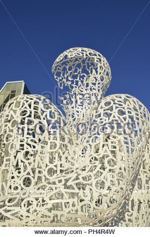 Alma del Ebro (Seele von Ebro) moderne Stahlskulptur außerhalb Congress Center in Zaragoza Spanien. Von Jaume Plensa entworfen. Stockbild