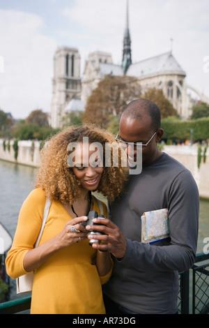 African paar Blick in die Kamera Stockbild